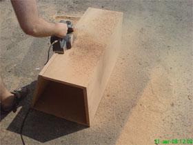 Просверлите дырки и закрутите пару-тройку саморезов, которые чаще всегоприменяются для крепления гипсокартона.
